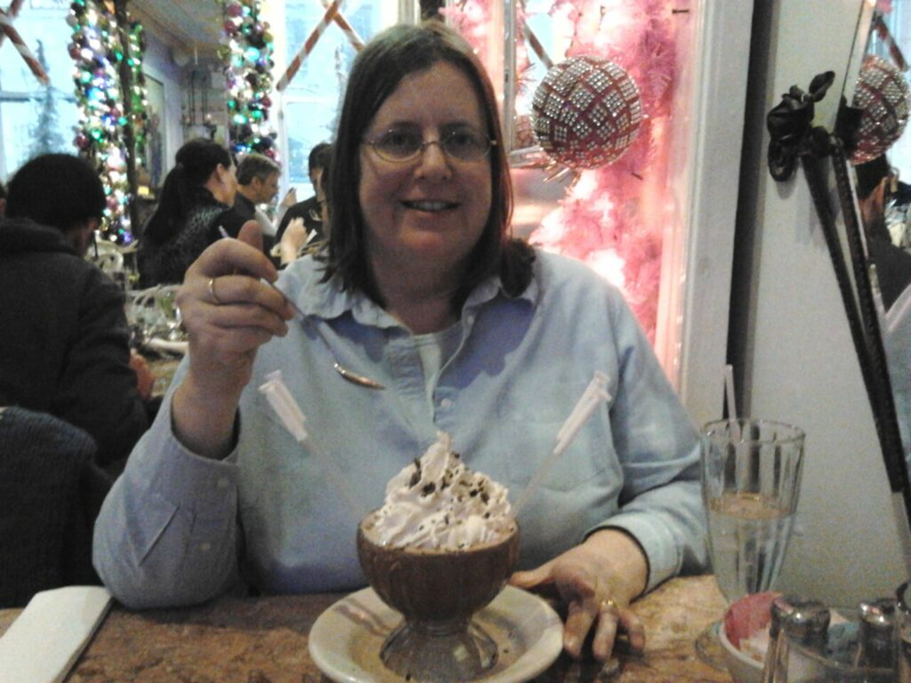 Betti im Serendipity 3 in New York im Dezember 2013