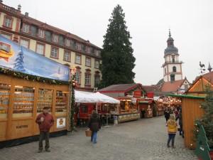 Weihnachtsmarkt mit Schloss