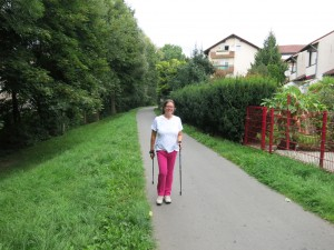 Betti beim Nordic Walking