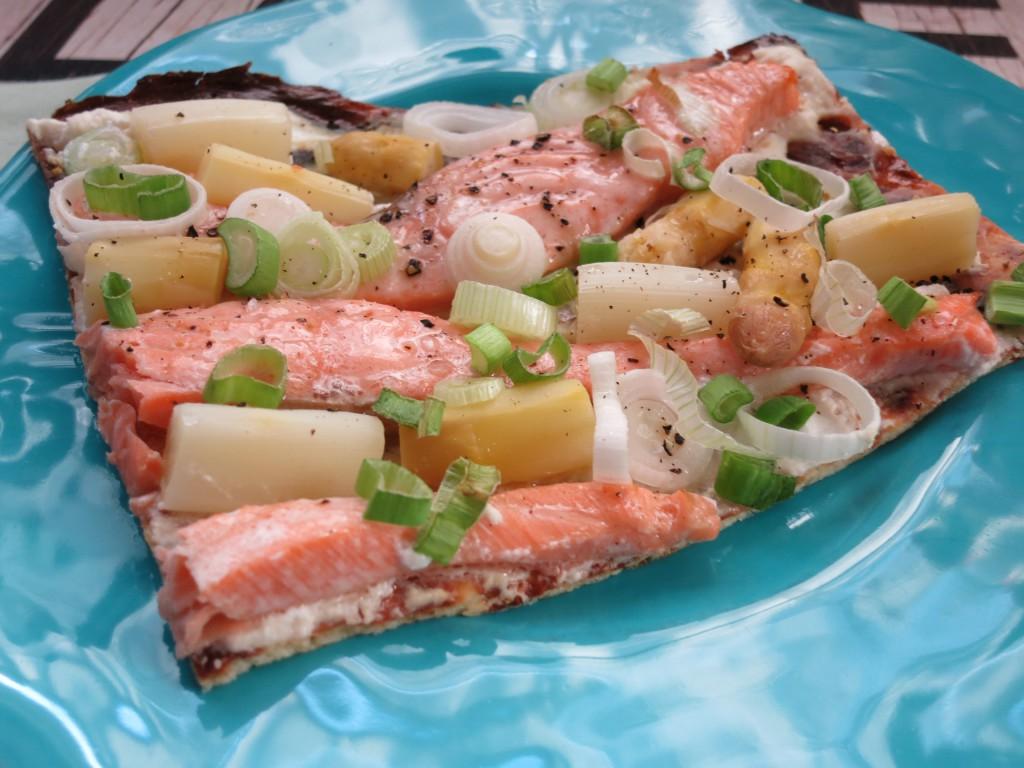 Spargel-Lachs-Flammkuchen