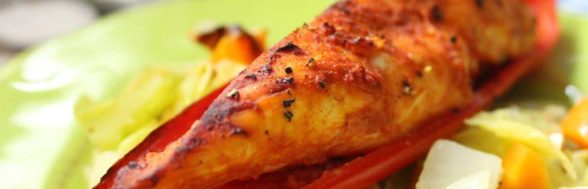 Hähnchen im Paprikaboot auf Gemüsewellen