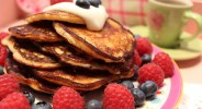 Low Carb Pancakes mit Vanillecreme und Beeren