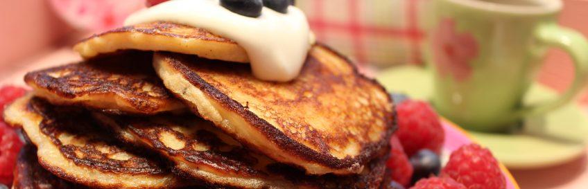 Low Carb Pancakes (Pfannkuchen) mit Vanillecreme und Beeren