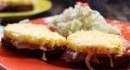 Toast Hawaii mit Kokos-Krautsalat