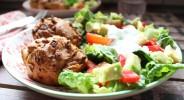Zwiebel-Schmandkuechlein mit buntem Salat