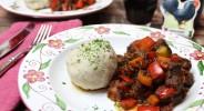 Low Carb Kartoffelklöße mit Chianti-Gulasch