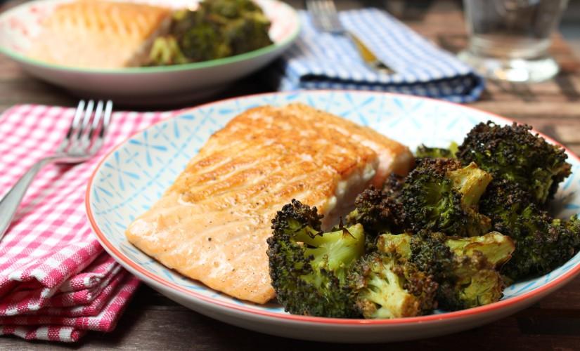 Erdnuss-Röstbrokkoli mit Lachs