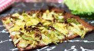 Rote-Bete-Flammkuchen mit Wirsing-Gorgonzolacreme