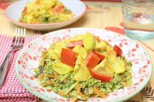 Fruchtiges Hähnchencurry mit Kokos-Brokki-Goreng