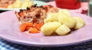 Sauerkraut-Fleischkäsekuchen mit Butter-Topinambur