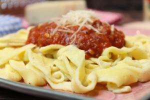 Mozzarella-Nudeln mit Tomatensoße - Die Low-Carb-Ernährung