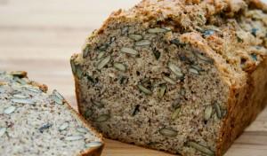 Kürbiskernbrot Low Carb - Herrlich saftig und lecker zu jedem Belag, herzhaft oder süß. Ein tolles Low Carb Brot fürs Frühstück und Abends