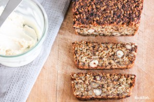 life-changing-bread-low-carb-keine-flocken-glutenfrei-vegan-variables-rezept-1-5-950x634