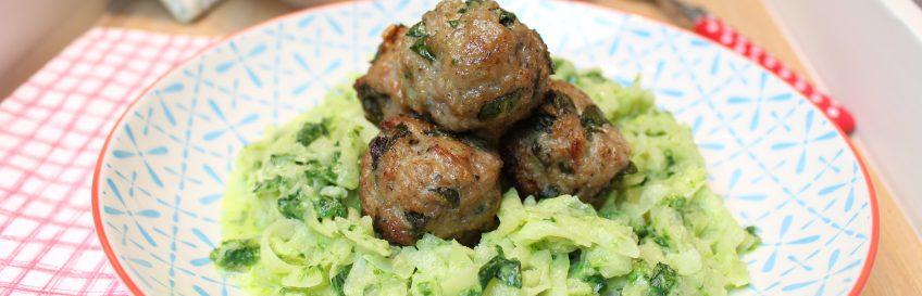 Bärlauch-Meatballs auf cremigem Bärlauch-Kohlrabi