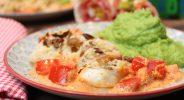 Ofenfisch mit Nusskruste im Paprikabett und Erbsenpüree