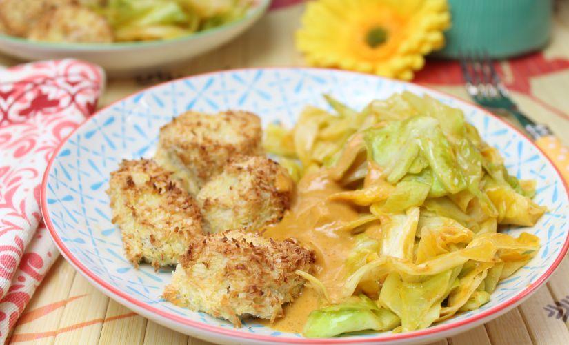 Puten-Kokos-Nuggets mit Erdnuss-Soße und Bratkohl