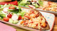 Chorizo-Crostata mit Salat
