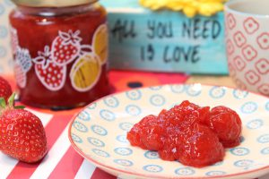 Low Carb Erdbeer-Mango-Marmelade