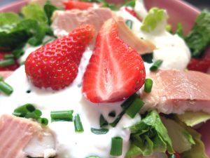 Erdbeer-Forellen-Salat