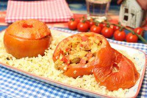 Gefüllte Gyros-Tomaten mit Butter-Blumenkohlreis