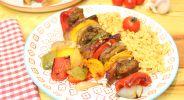 Paprika-Fleischspieße mit tomatisiertem Blumenkohlreis