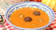 Butternut-Tomatensuppe mit Merguezbällchen
