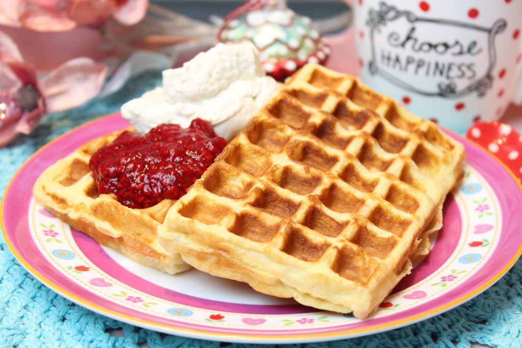 low carb waffeln mit hei en himbeeren happy carb rezepte. Black Bedroom Furniture Sets. Home Design Ideas