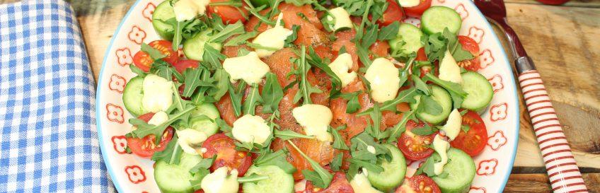Lachs-Carpaccio mit Grünzeug und Senfsößchen