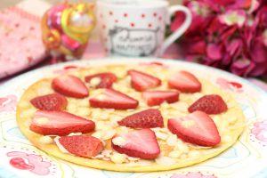 Erdbeer-Mandel-Pfannenpizza