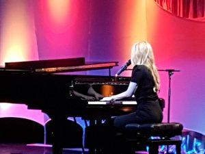 Diabetes Charity Gala 2017 - Alexa Feser singend