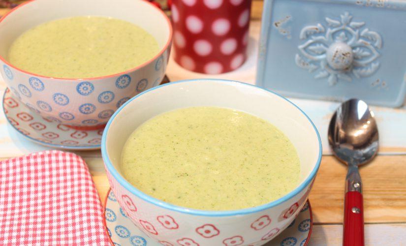 Vegane Mandel-Brokkolisuppe mit Haferkleie