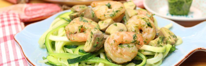 Bärlauch-Garnelenpfanne auf Zucchininudeln (Zudeln)