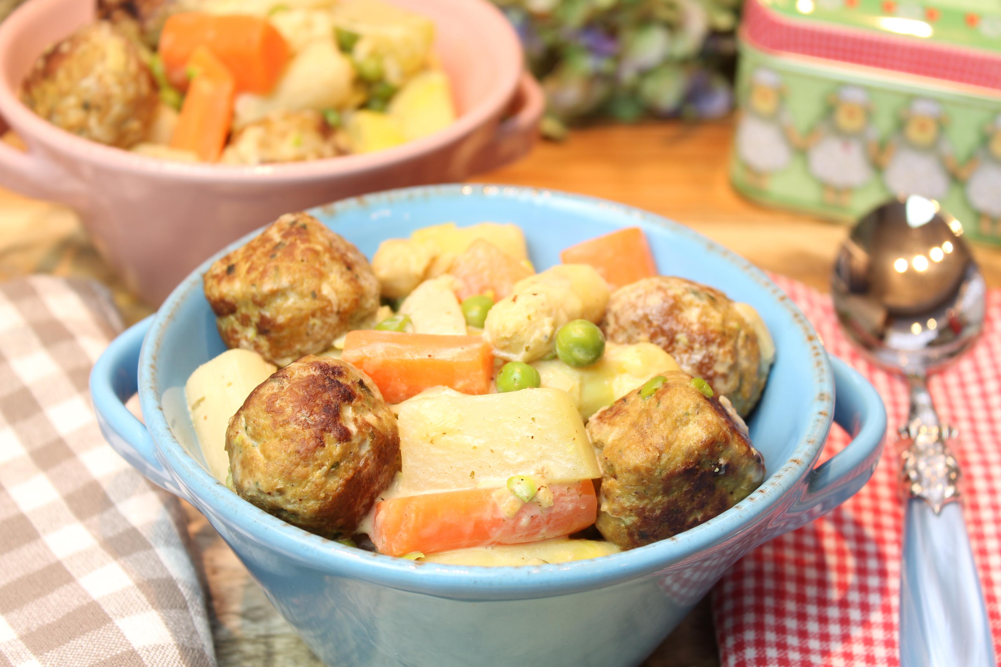 Gemüse-Spargel-Eintopf mit Fleischbällchen