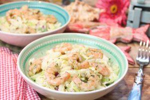 Spitzkohlsalat mit Kräuter-Knoblauch-Garnelen
