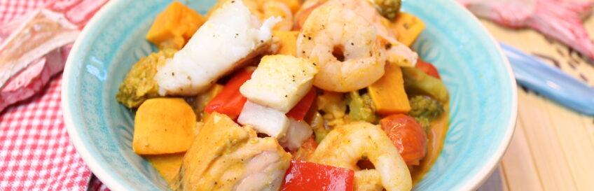 Kokos-Erdnuss-Fischcurry mit viel Gemüse