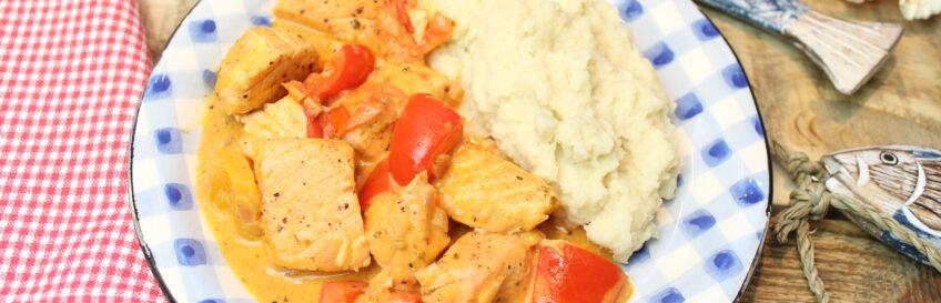 Paprika-Lachsgulasch mit Kartoffel-Selleriepüree