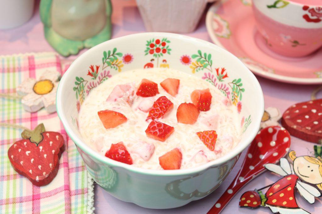 Erdbeer-Quark-Milchreis mit Konjakreis
