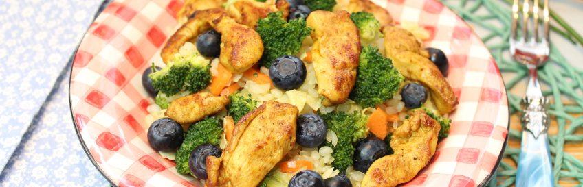 Curry-Konjakreissalat mit gebratenen Hähnchenstreifen