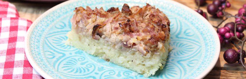 Zwiebel-Bratwurstkuchen mit Konjakreisboden
