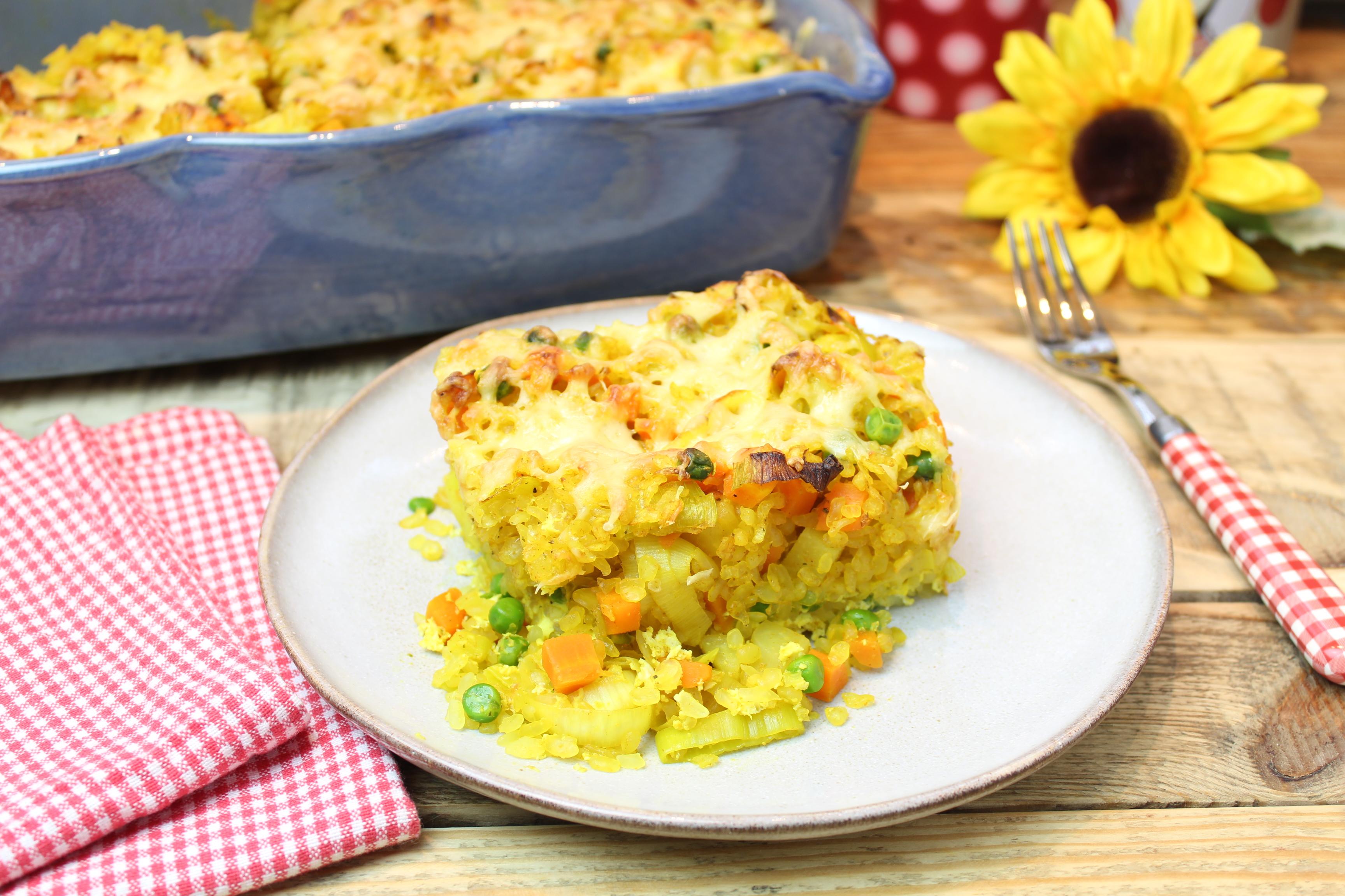 Gemüse-Konjakreisauflauf mit Curry und Ei