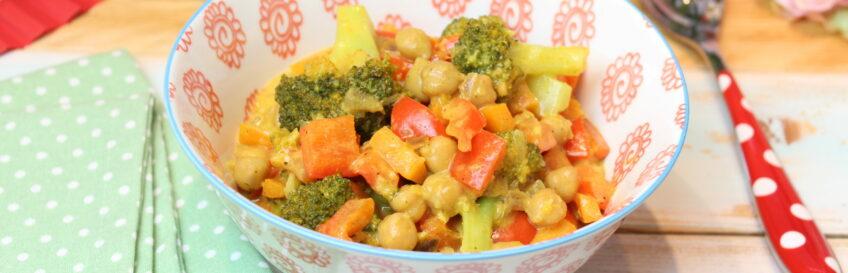 Cremiges Kichererbsen-Curry mit Gemüse