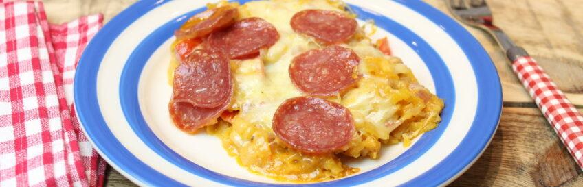 Butternut-Ofenpfanne mit Mozzarella und Salami
