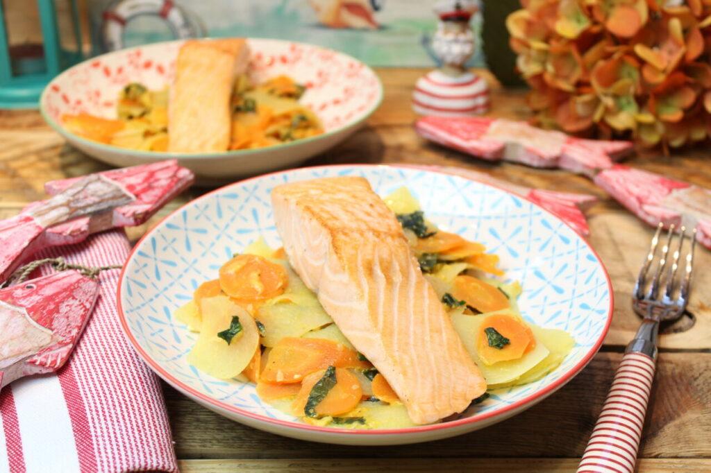 Bärlauch-Gemüsepfanne mit Lachs